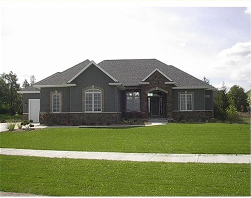 101-1027: Home Exterior Photograph
