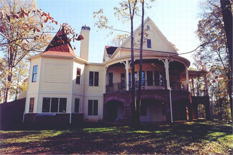 106-1070: Home Exterior Photograph