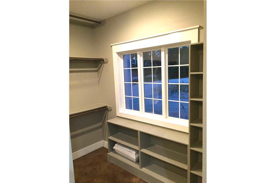 106-1100: Home Interior Photograph-Storage and Closets