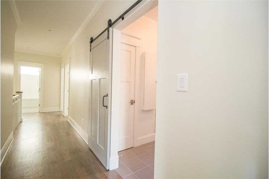 106-1282: Home Interior Photograph
