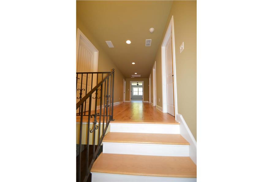 106-1296: Home Interior Photograph