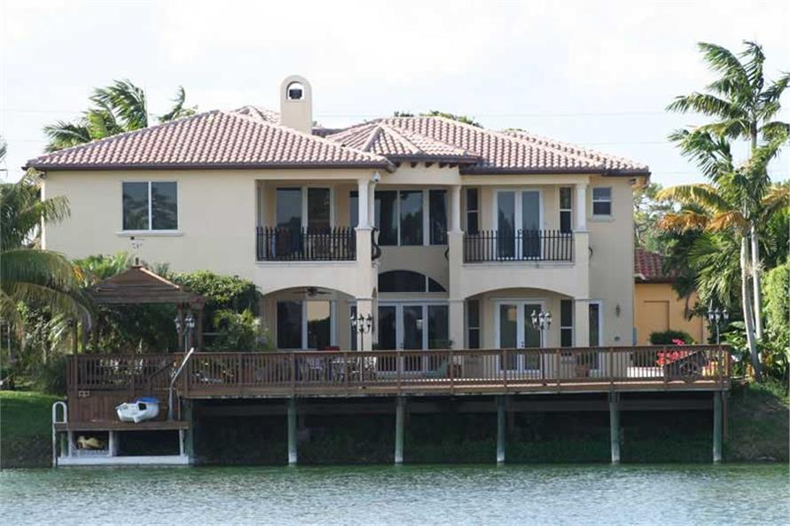 This image shows the water view of the houseplan.