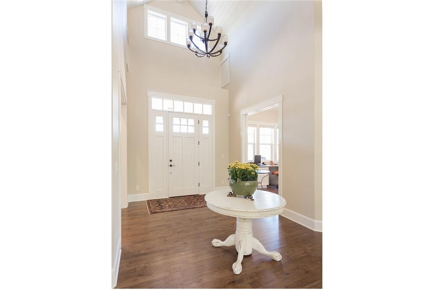 108-1789: Home Interior Photograph-Entry Hall: Foyer