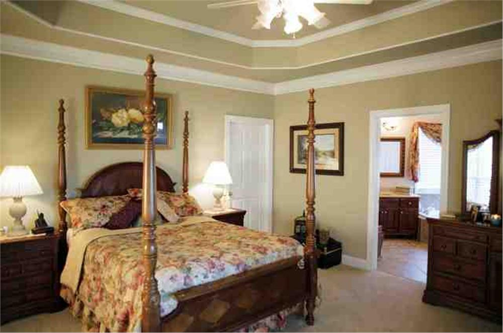 109-1112 house plan master bedroom