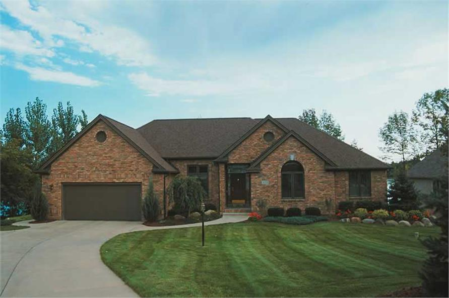 3-Bedroom, 1996 Sq Ft Ranch House Plan - 120-1754 - Front Exterior