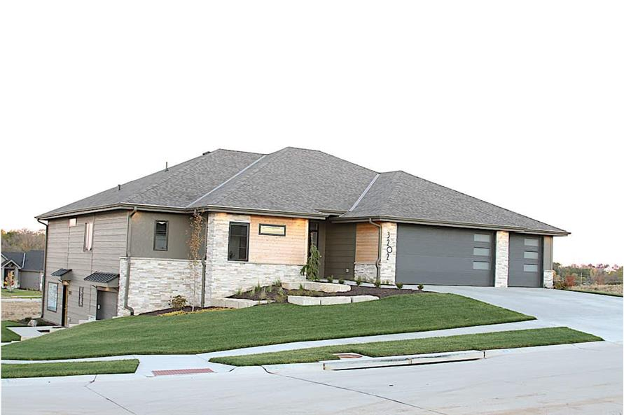5-Bedroom, 3743 Sq Ft Contemporary House - Plan #120-2644 - Front Exterior