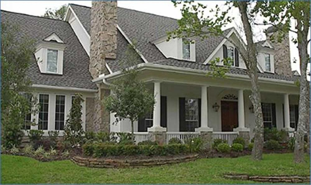 Photogaraph of luxury Southern country home with four bedrooms.