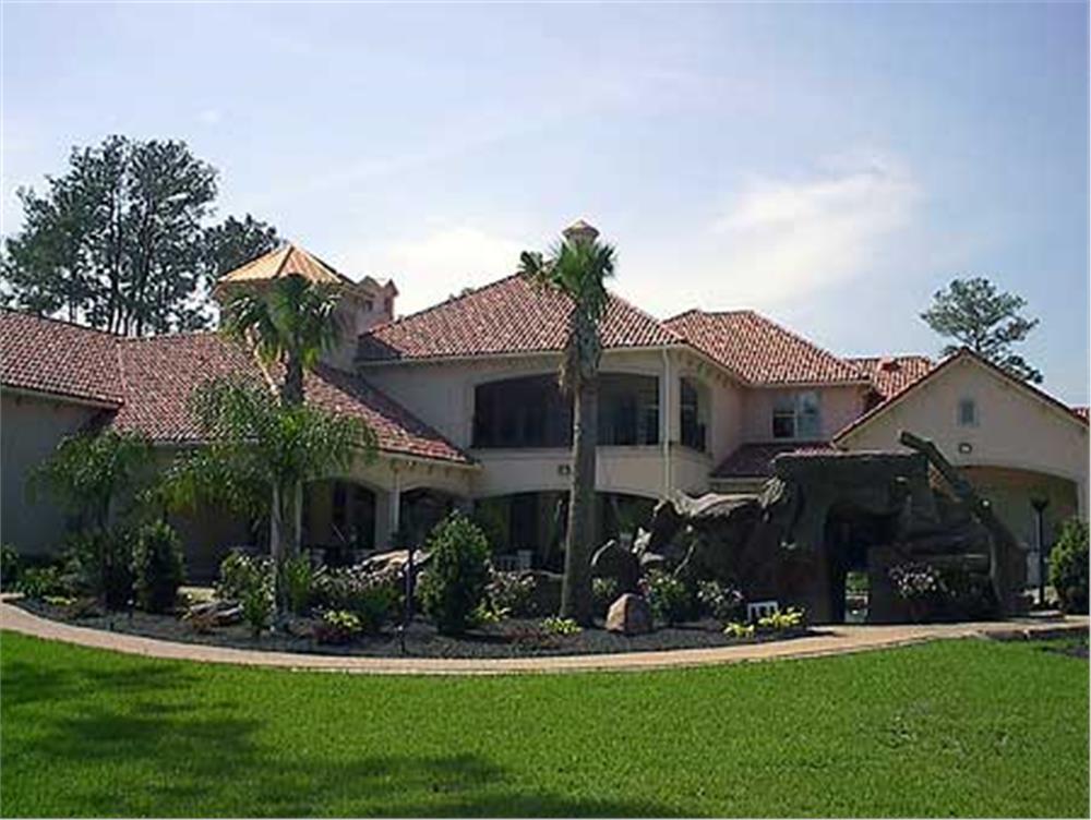 134-1382: Home Exterior Photograph-Rear View