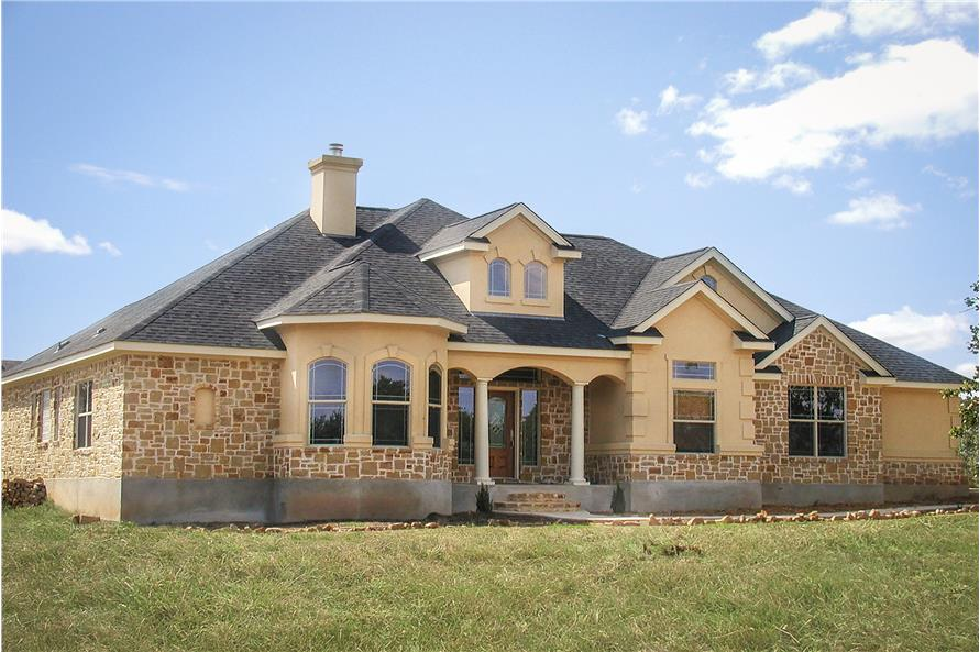 3-Bedroom, 2014 Sq Ft Texas Style House Plan - 136-1029 - Front Exterior