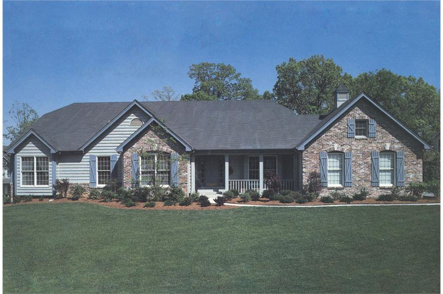 Front elevation of Traditional home (ThePlanCollection: House Plan #138-1009)