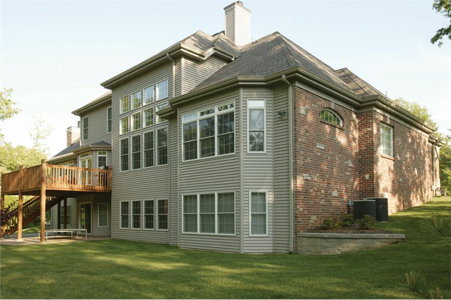 138-1163: Home Exterior Photograph