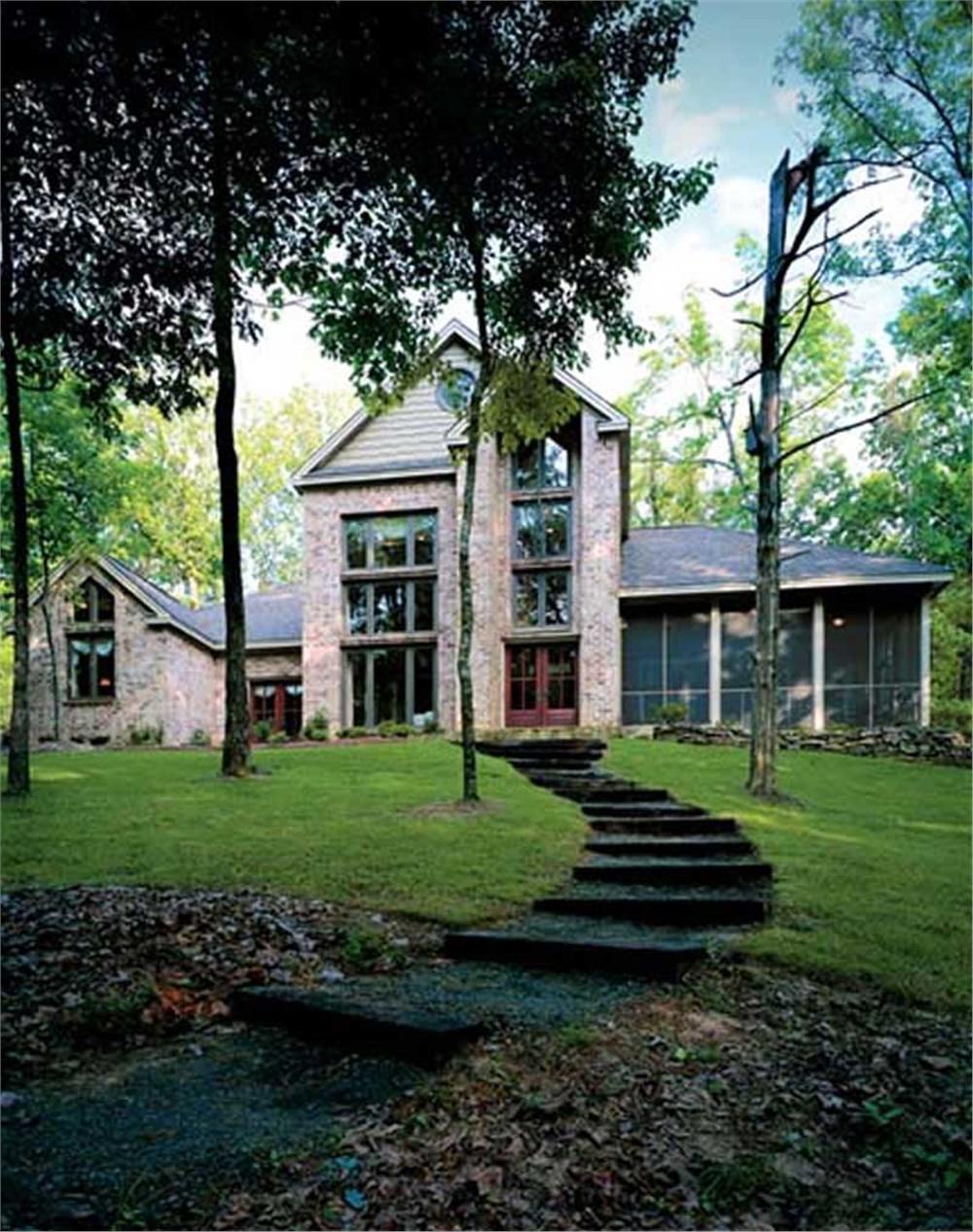 Contemporary home (ThePlanCollection: Plan #139-1080)