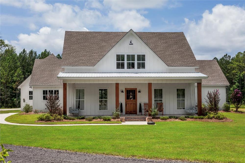Farmhouse home (ThePlanCollection: Plan #140-1091)