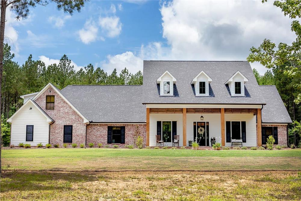 Farmhouse home (ThePlanCollection: Plan #140-1094)