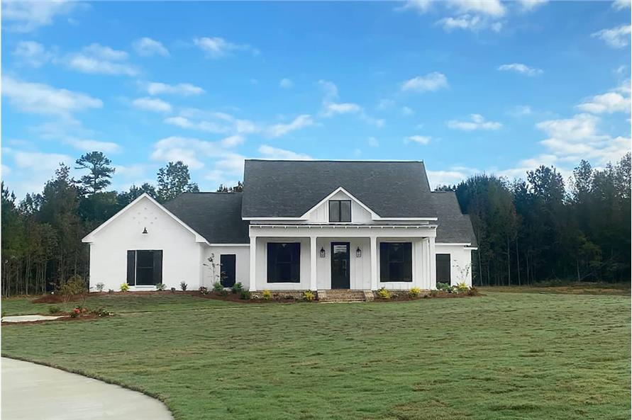 Front View of this 4-Bedroom,2513 Sq Ft Plan -140-1112
