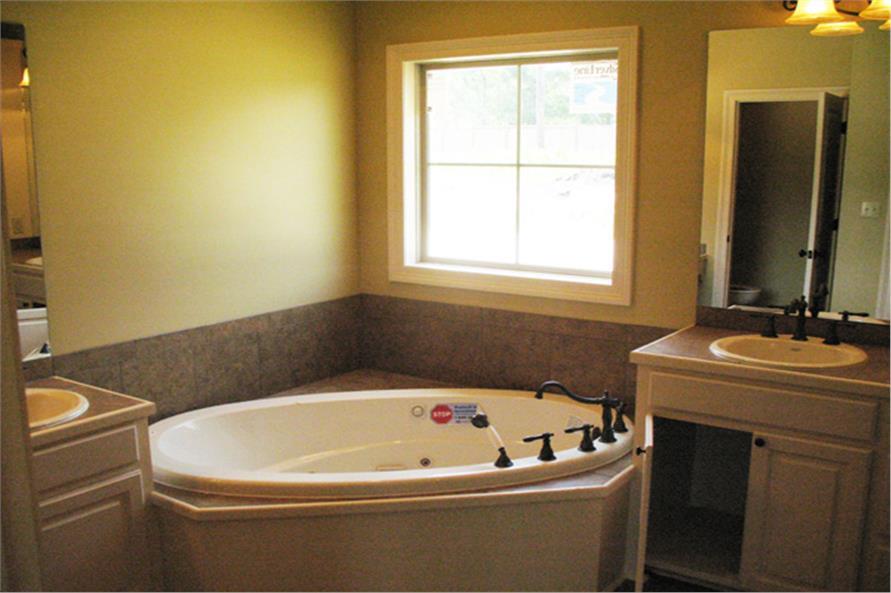 141-1007 house plan master bath