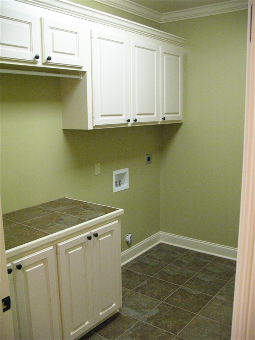 141-1007 house plan utility room