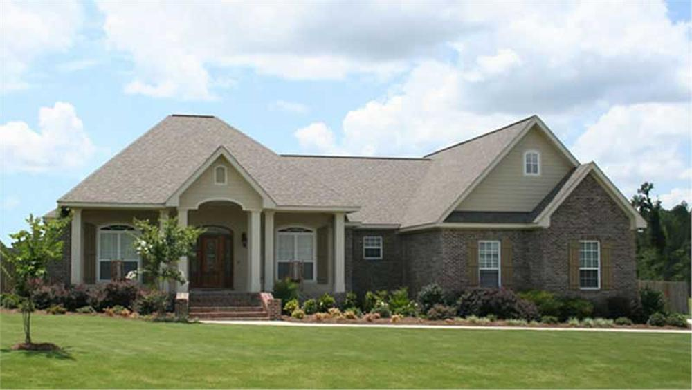 Front elevation of Ranch home (ThePlanCollection: House Plan #141-1072)