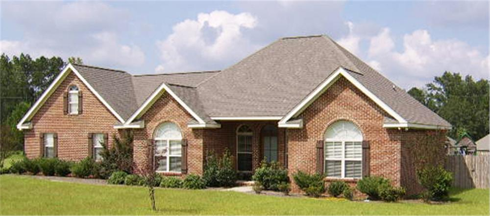 Front elevation of Ranch home (ThePlanCollection: House Plan #141-1196)