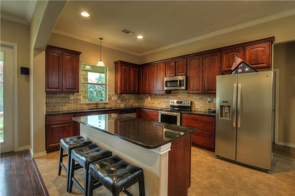 142-1002: Home Interior Photograph-Kitchen with breakfast bar / eating bar