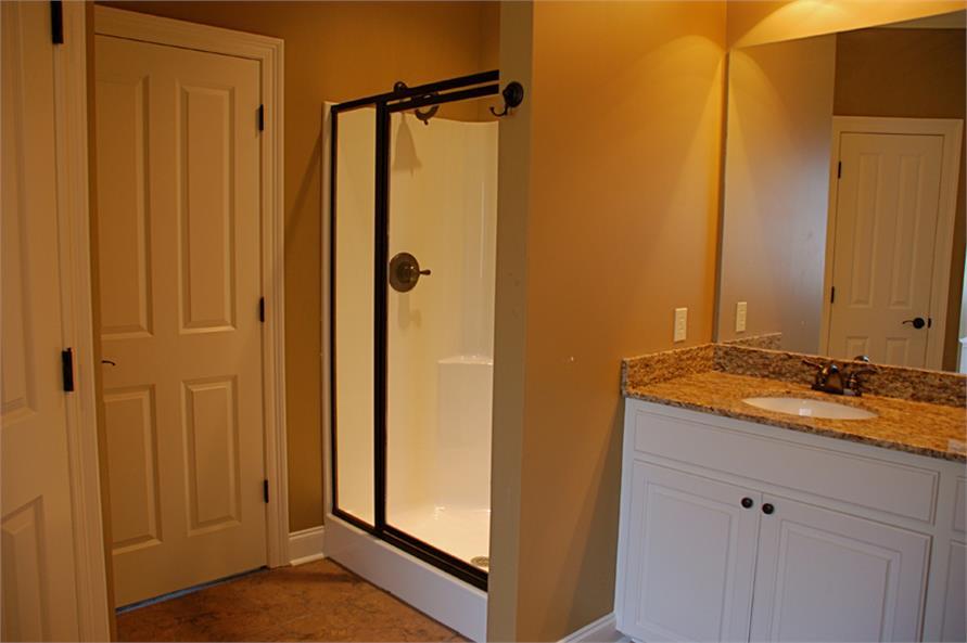 142-1039 house plan master bath view 2
