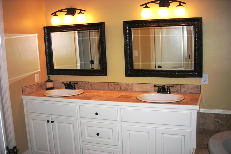 142-1057: Home Interior Photograph-Master Bathroom