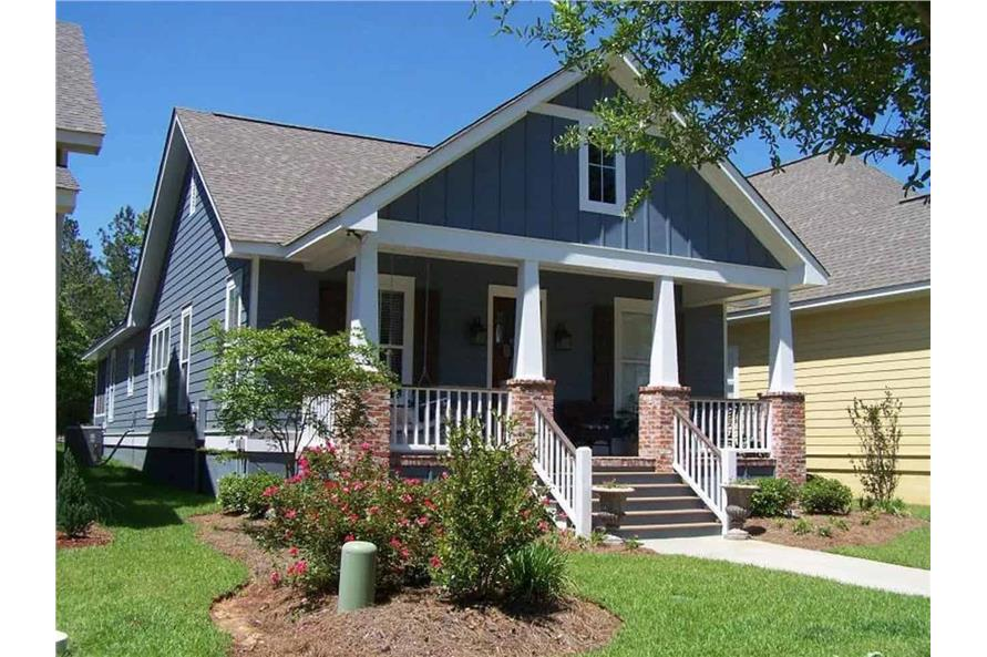 3-Bedroom, 1800 Sq Ft Cottage House - #142-1079 - Front Exterior