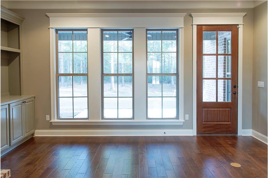 142-1149: Home Interior Photograph