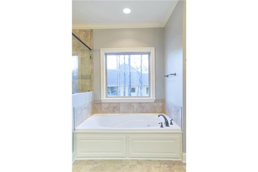 142-1152: Home Interior Photograph-Master Bathroom