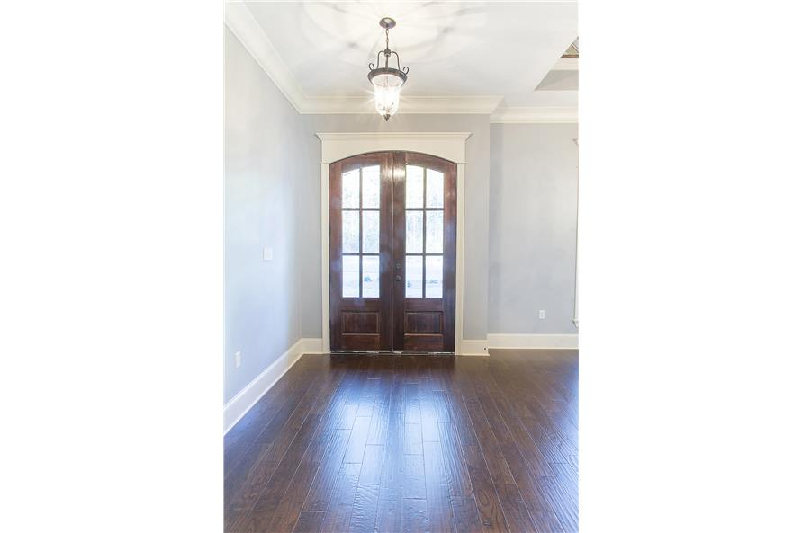 142-1152: Home Interior Photograph-Entry Hall: Foyer