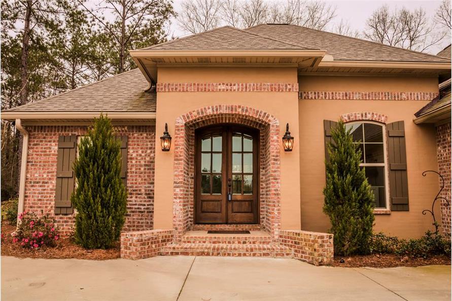 142-1155: Home Exterior Photograph-Front Door