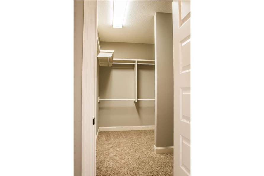 142-1160: Home Interior Photograph-Storage and Closets