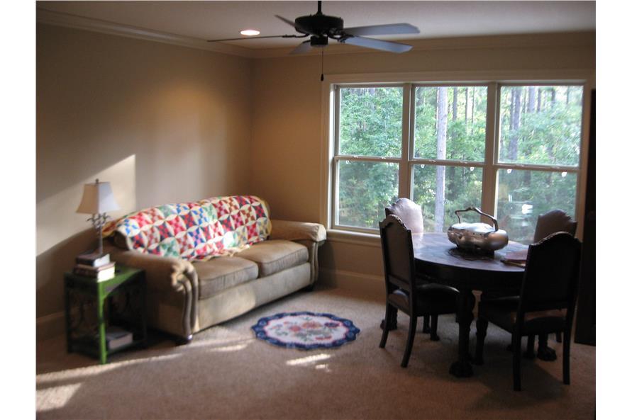 142-1168: Home Interior Photograph