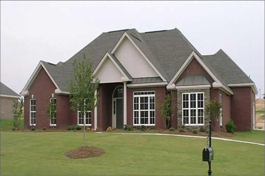 3-Bedroom, 2681 Sq Ft Ranch House Plan - 144-1036 - Front Exterior