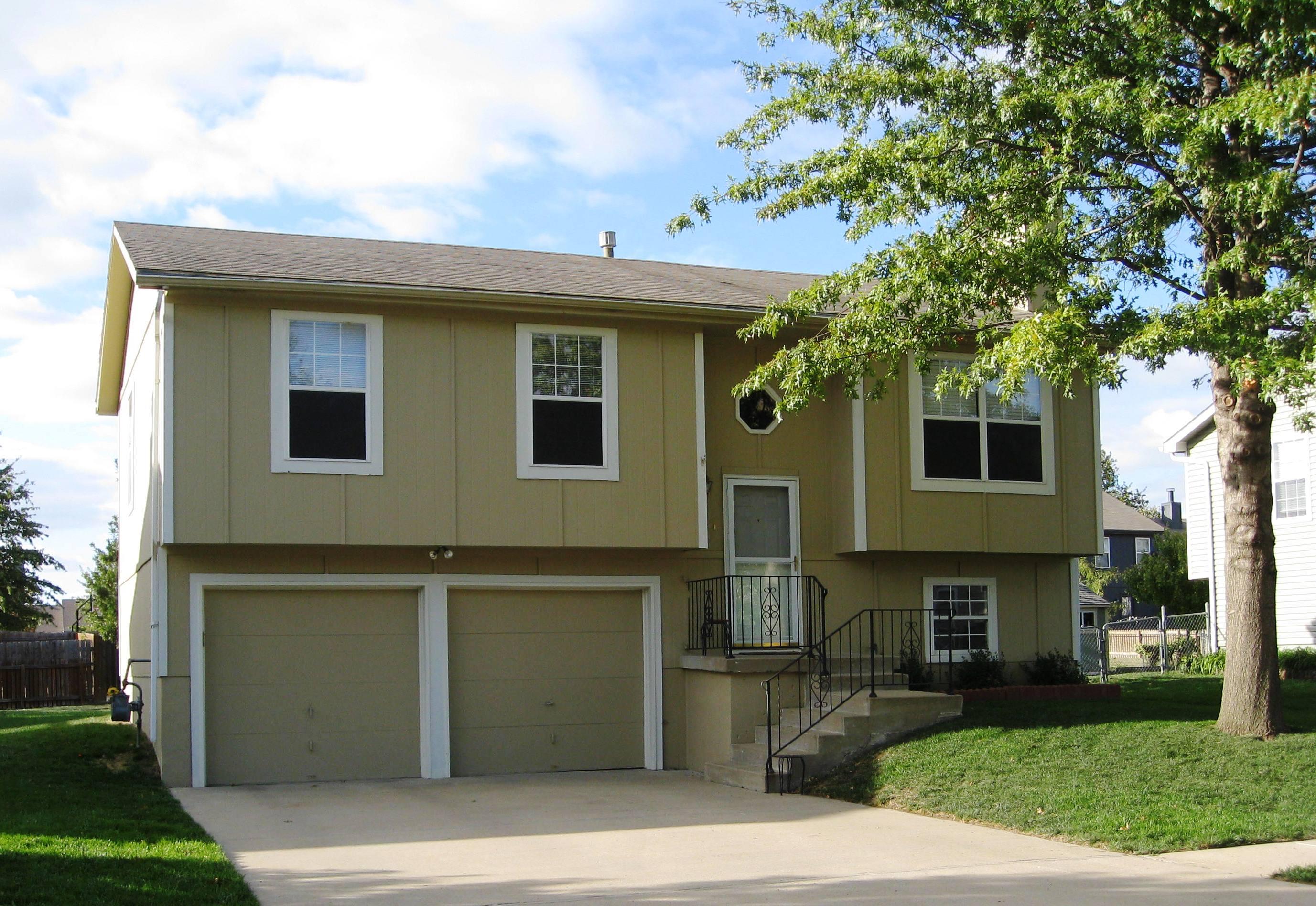 3 bedrm 1433 sq ft multi level house plan 147 1015 for Multi level home plans