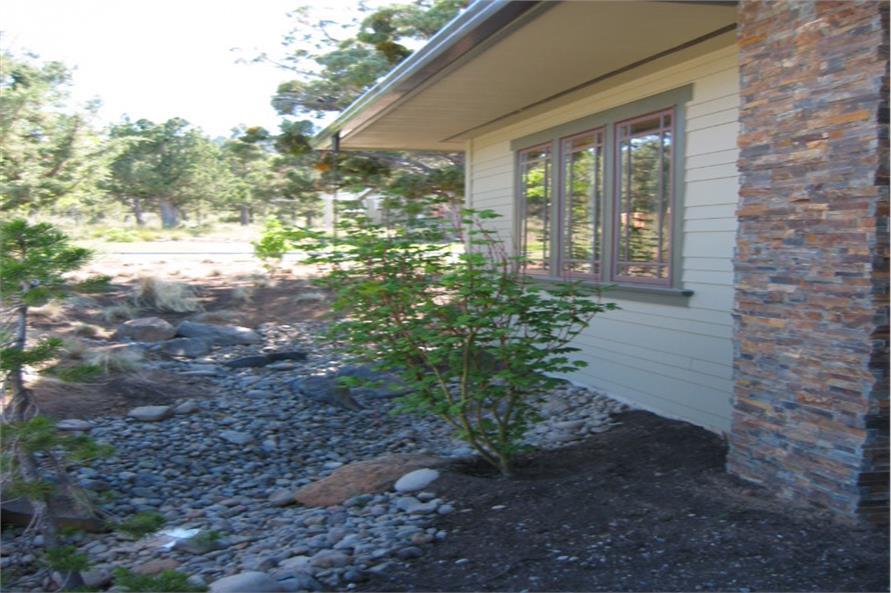 149-1013: Home Exterior Photograph