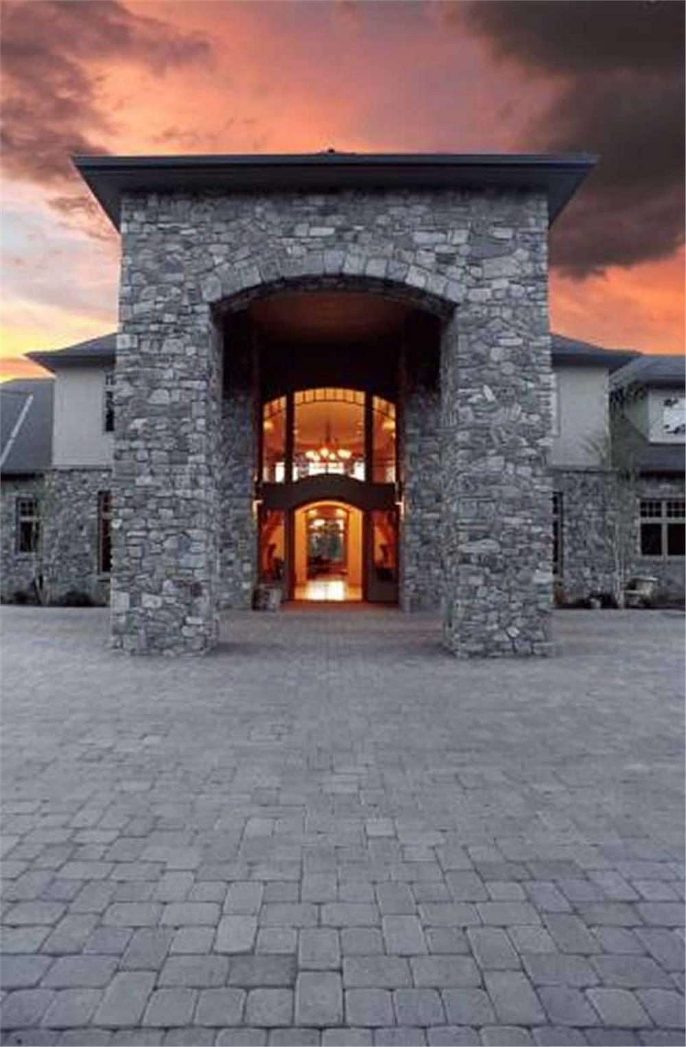 This image shows the entrance to this extraordinary home.