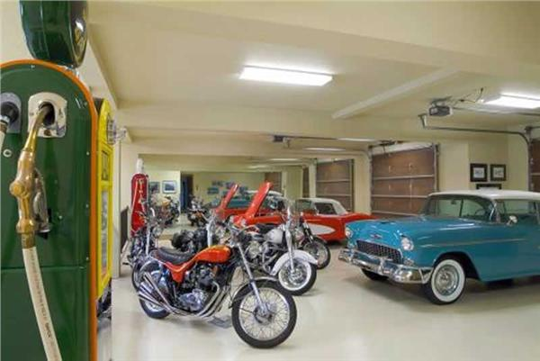 This image shows the spacious garage area.