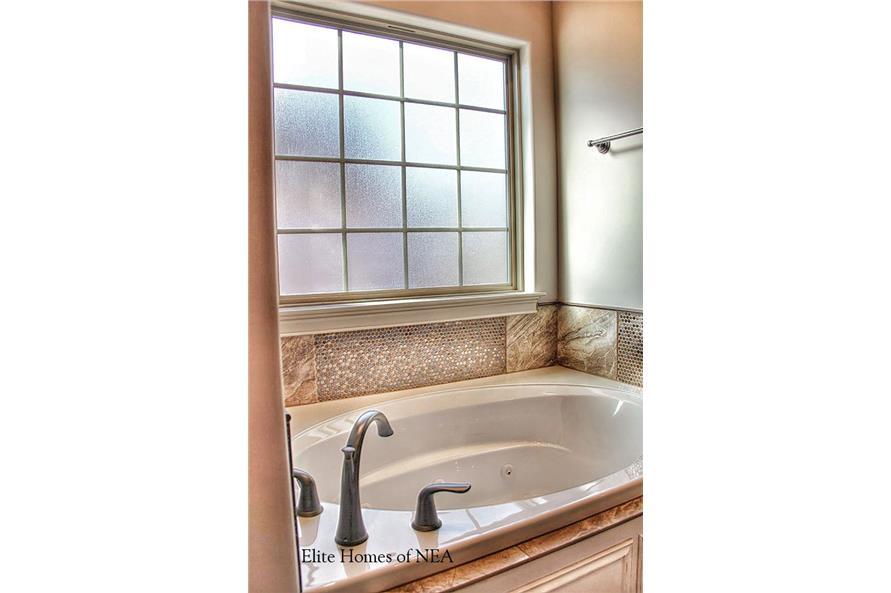 153-1990: Home Interior Photograph-Bathroom- Luxury bathtub