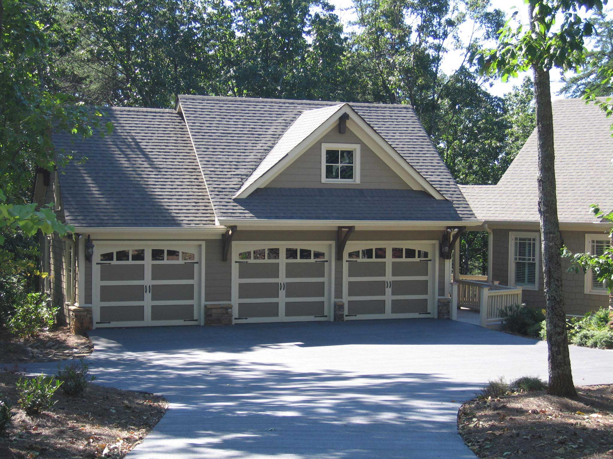 Garage w apartments with 3 car 1 bedrm 679 sq ft plan for Cost to build a single car garage