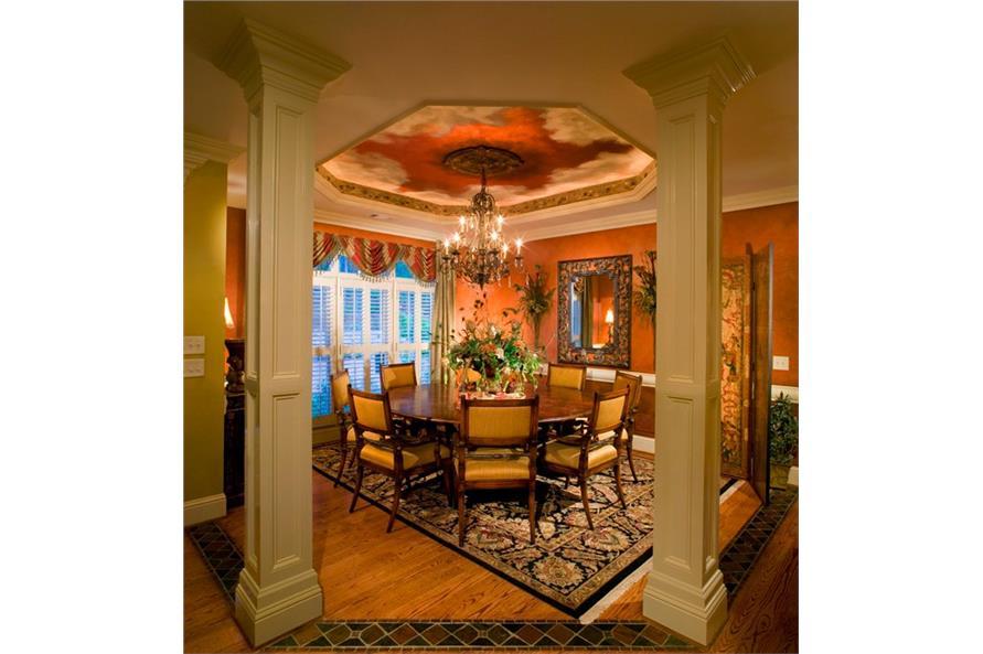 163-1052 Dining room