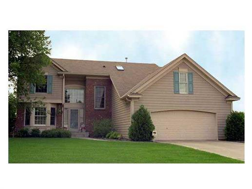 This image shows the front elevation of 1-1/2 Story House Plans CLS-1800.
