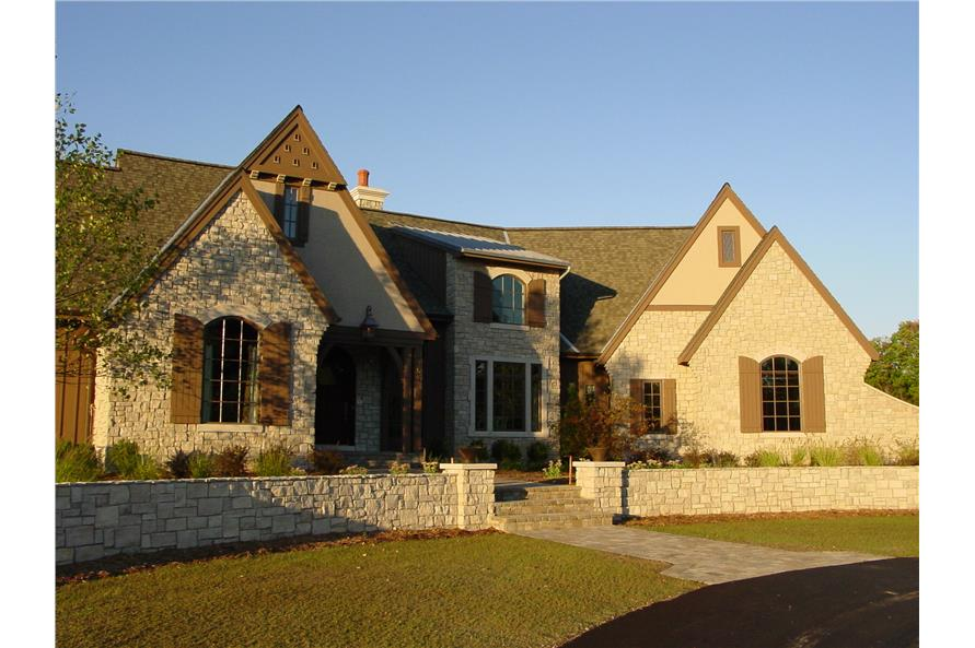 3-Bedroom, 3559 Sq Ft Traditional House Plan - 168-1104 - Front Exterior