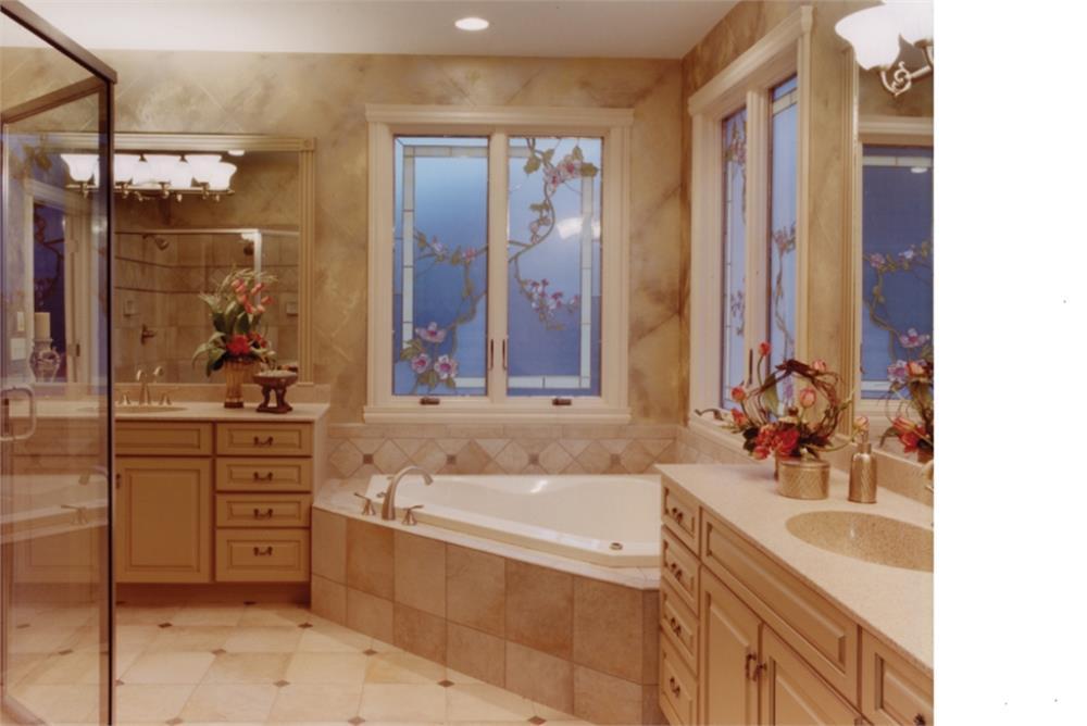169-1016: Home Interior Photograph-Master Bathroom