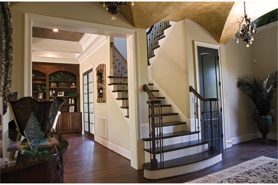 180-1022: Home Interior Photograph-Entry Hall: Staircase
