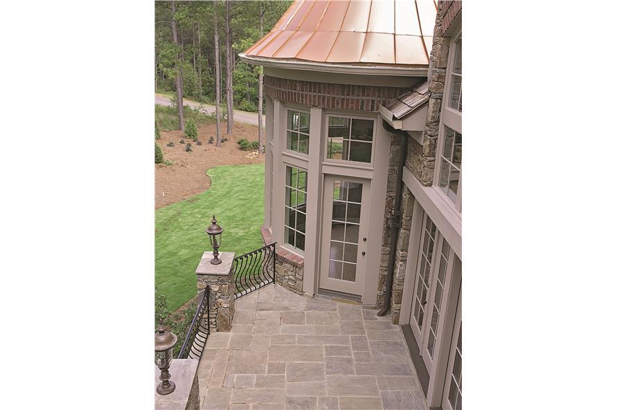 180-1025: Home Exterior Photograph-Patio - Veranda