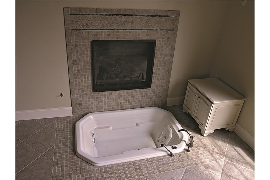 180-1025: Home Interior Photograph-Bathroom - soaking tub