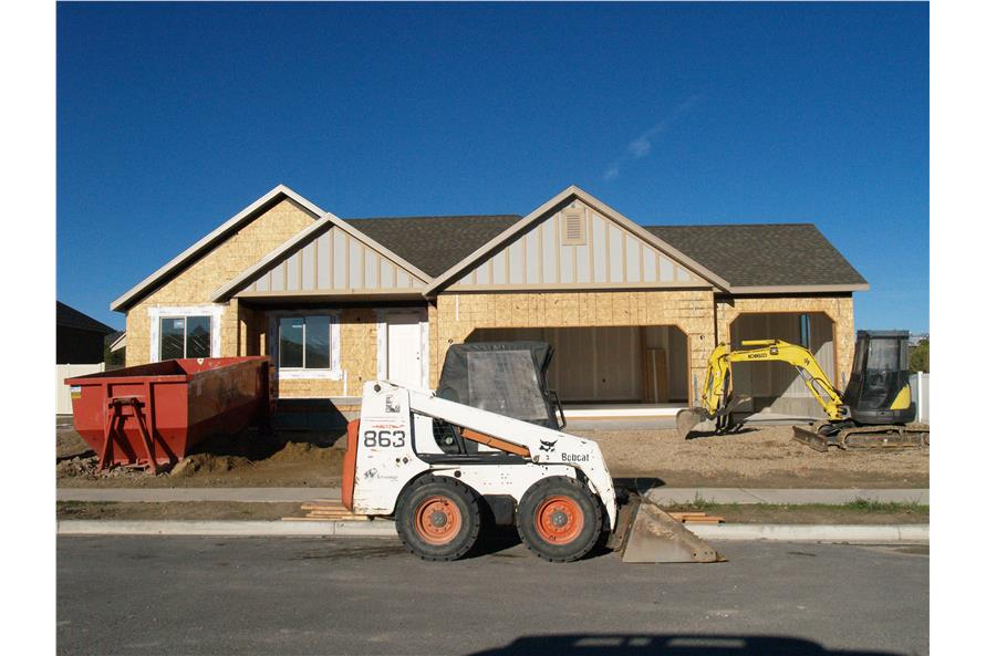 187-1020: Home Exterior Photograph