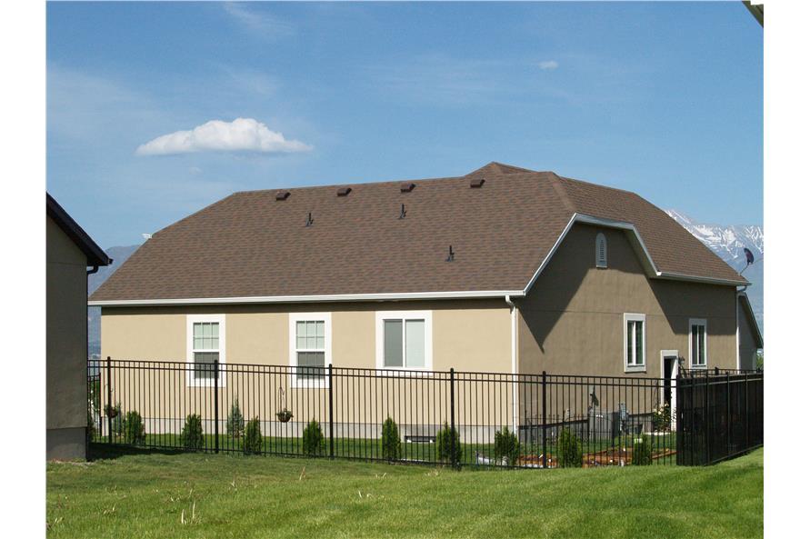 187-1120: Home Exterior Photograph
