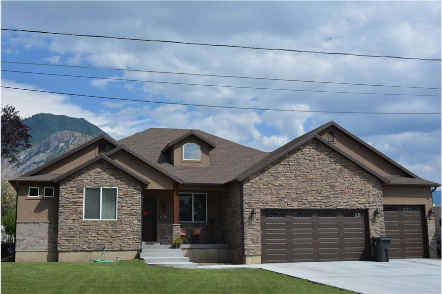 3-4 Bedroom, 2050–4156 Sq Ft Ranch House Plan - 187-1141 - Front Exterior